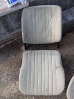 Am Beifahrersitz sind die Sitzedern noch wesentlich besser - kein Wunder...
